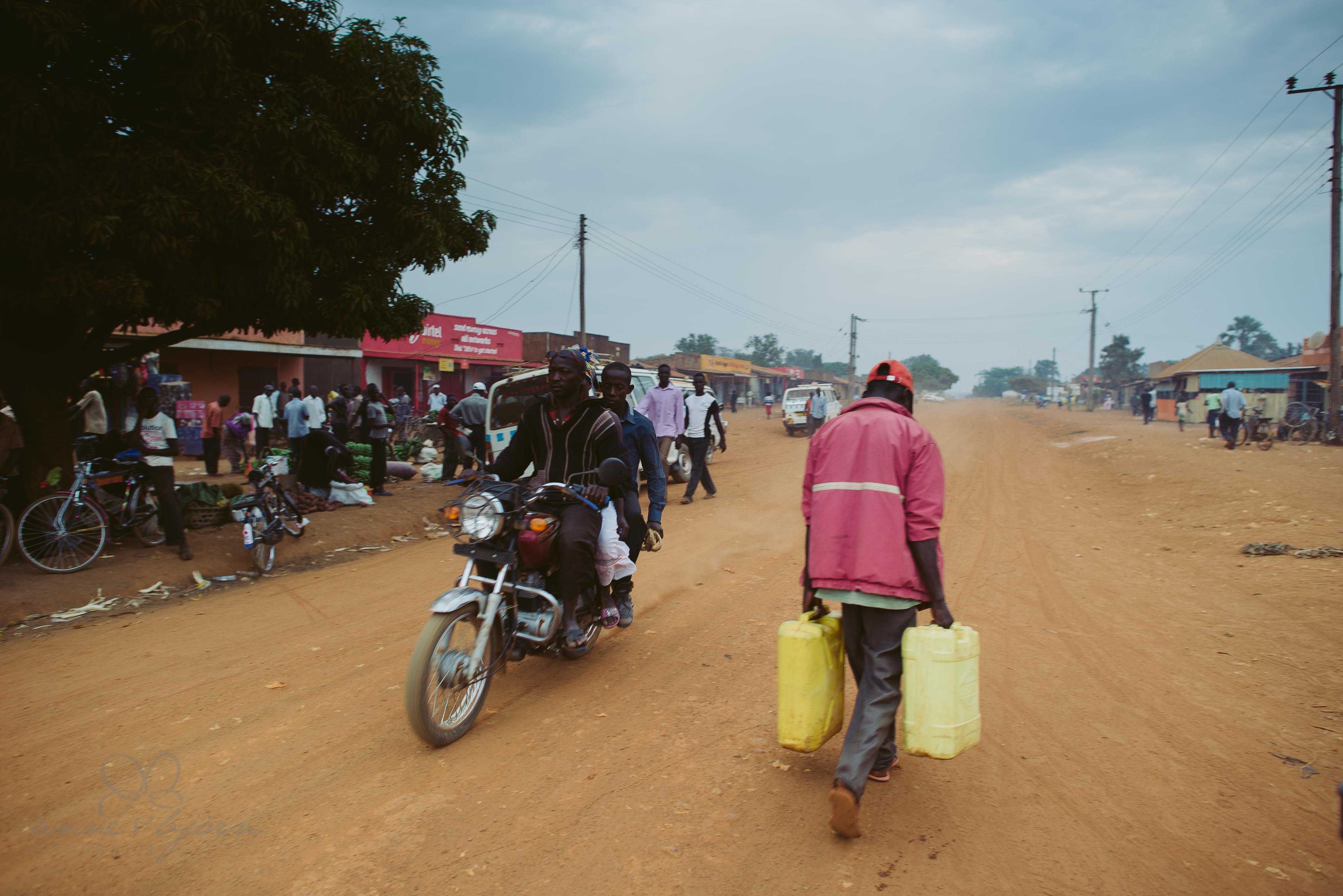 0064 uganda anneundbjoern nd6 4599 2 - This is Uganda (1/2) - 2.500 km mit Jeep & Zelt durchs Land