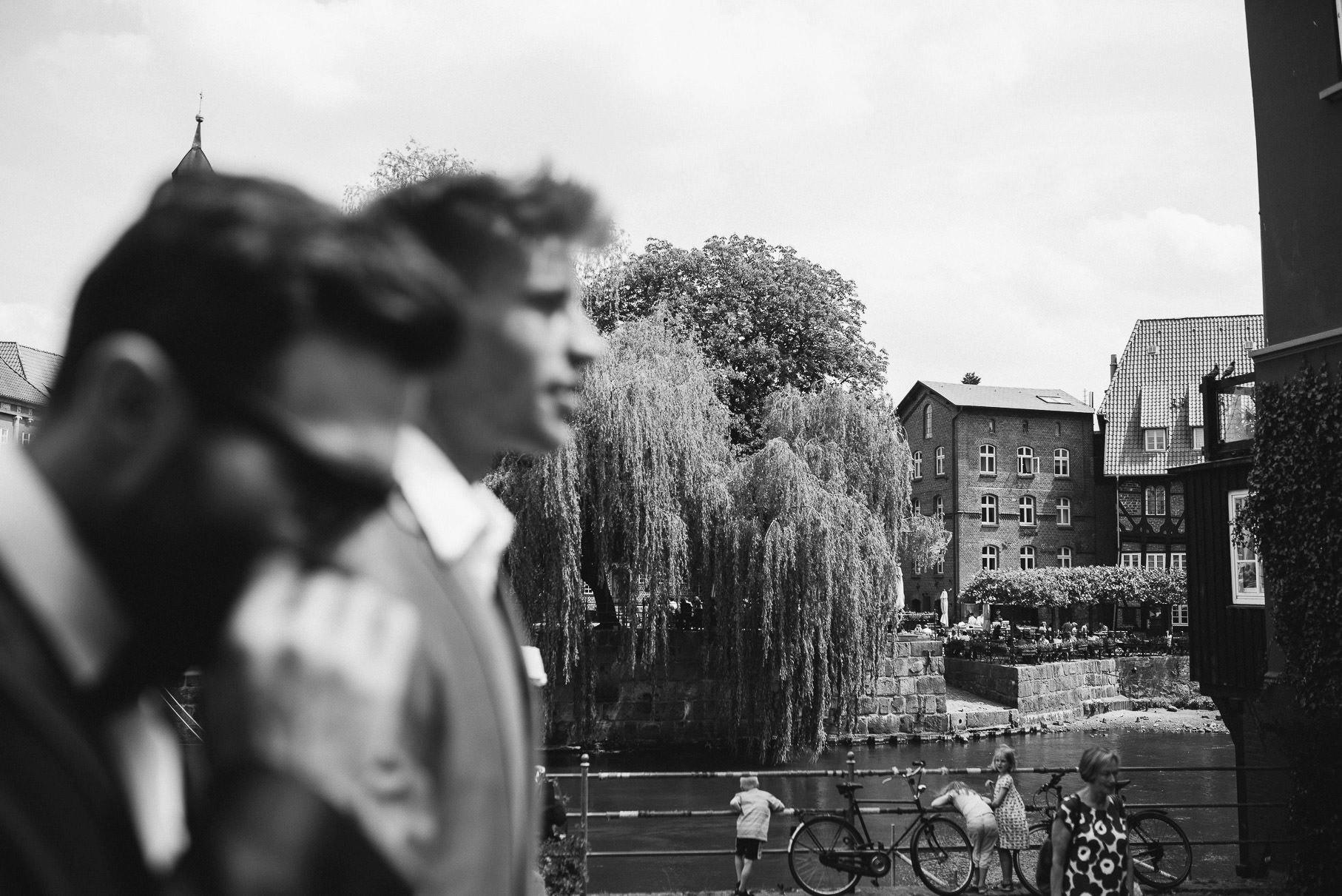 0016 jus 811 9255 - Hochzeit im Wasserturm Lüneburg - Jenny & Sascha
