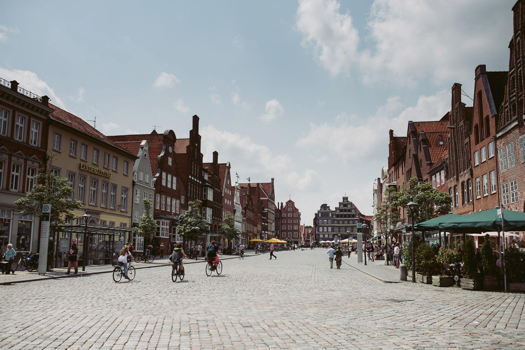 0018 jus 811 9276 - Hochzeit im Wasserturm Lüneburg - Jenny & Sascha