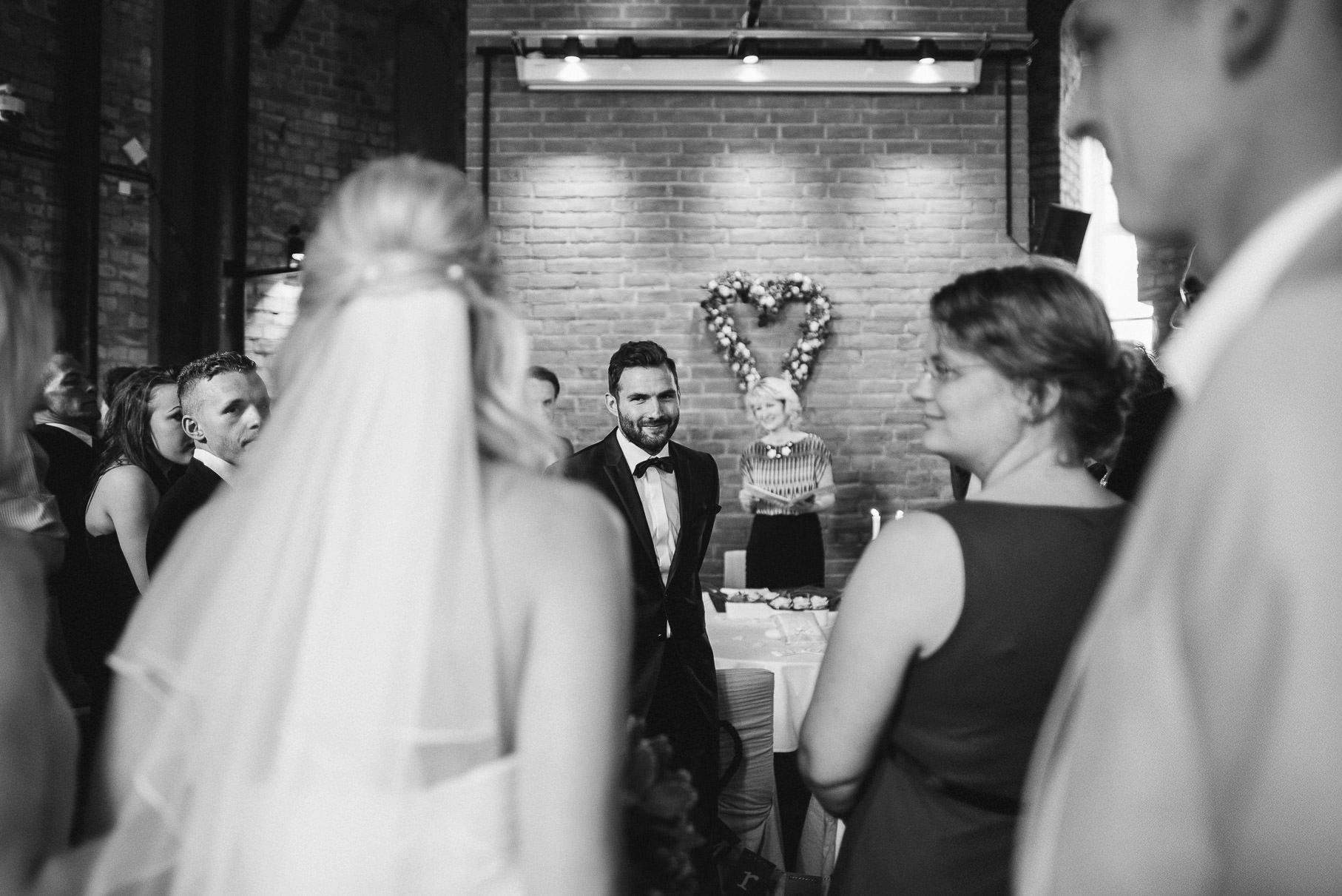 0024 jus 812 8833 - Hochzeit im Wasserturm Lüneburg - Jenny & Sascha