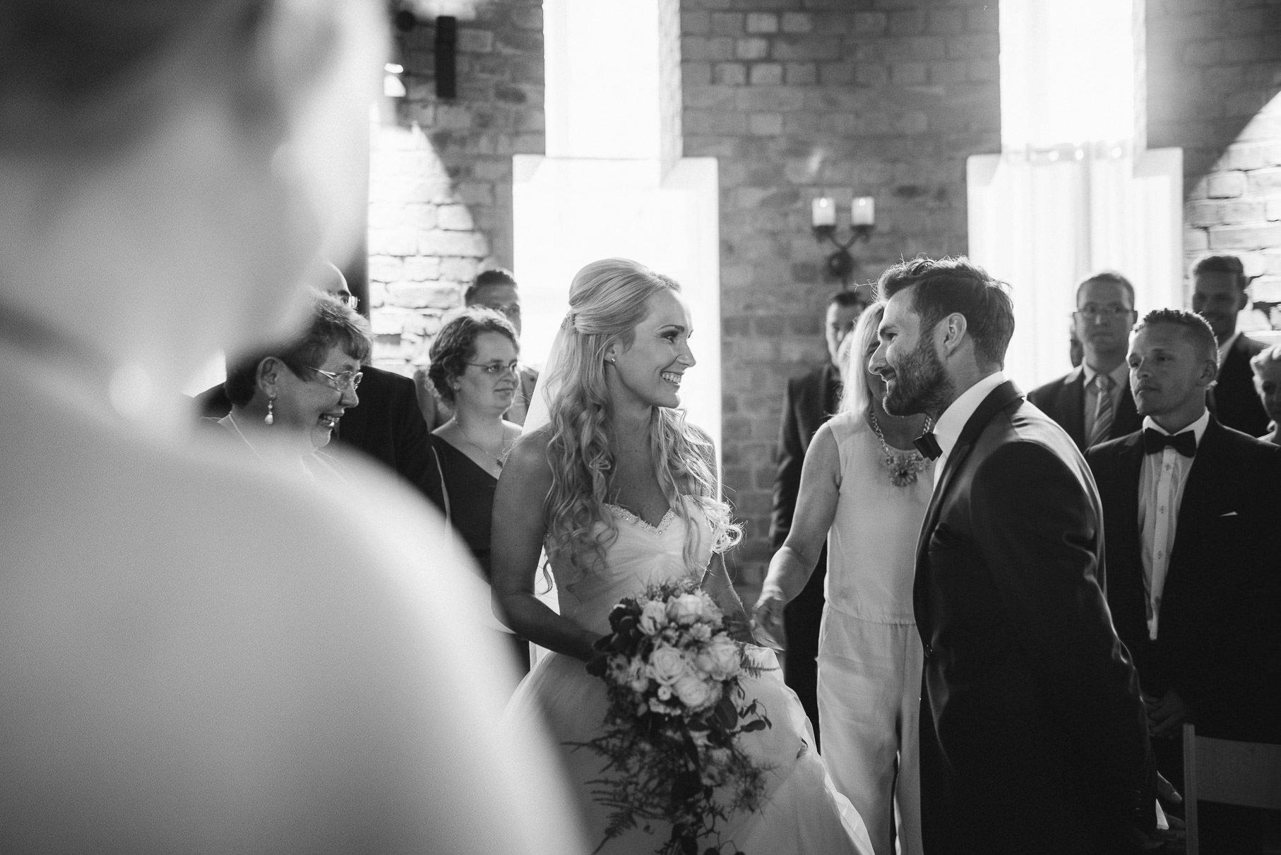0025 jus 811 9458 - Hochzeit im Wasserturm Lüneburg - Jenny & Sascha