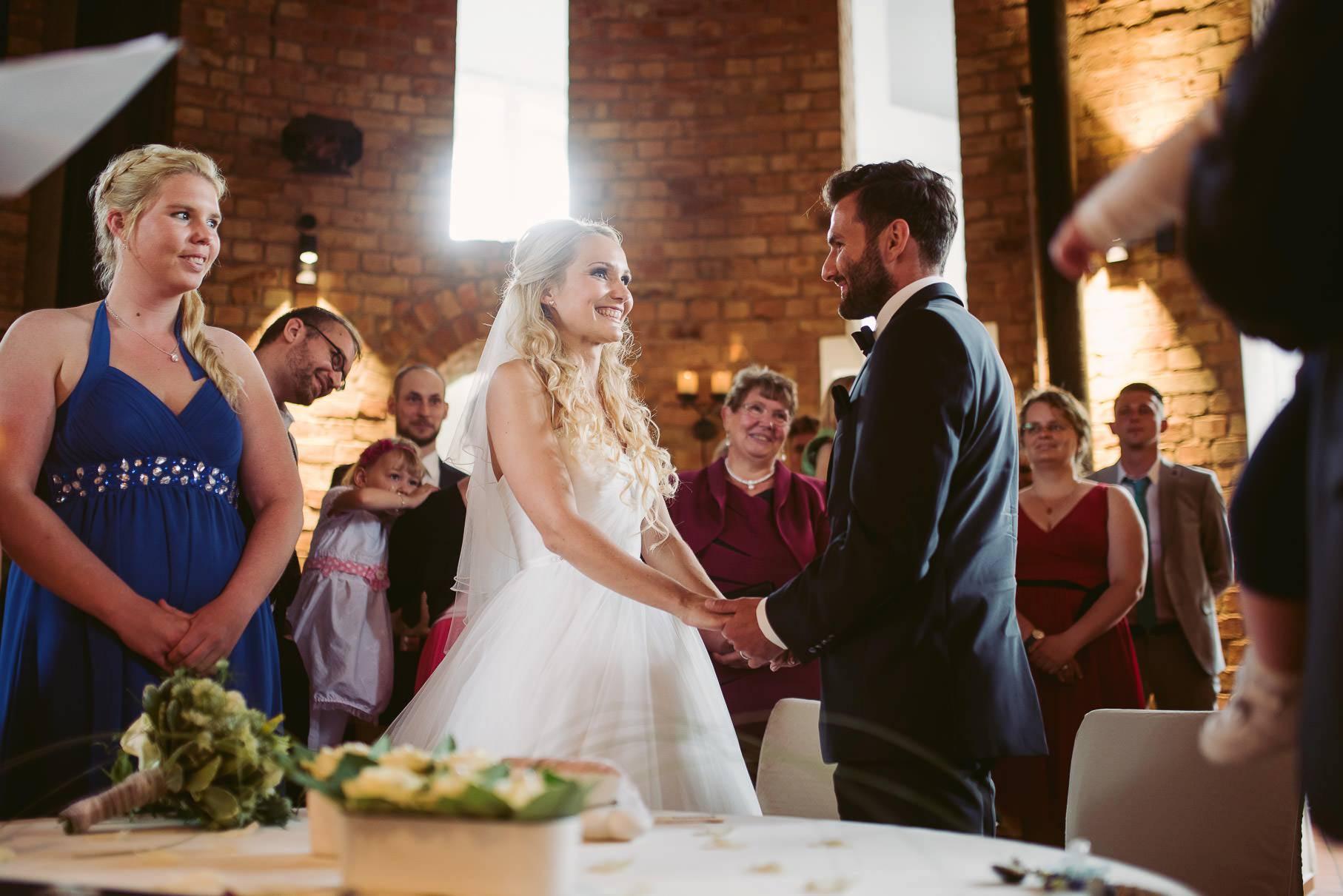0029 jus 811 9532 - Hochzeit im Wasserturm Lüneburg - Jenny & Sascha