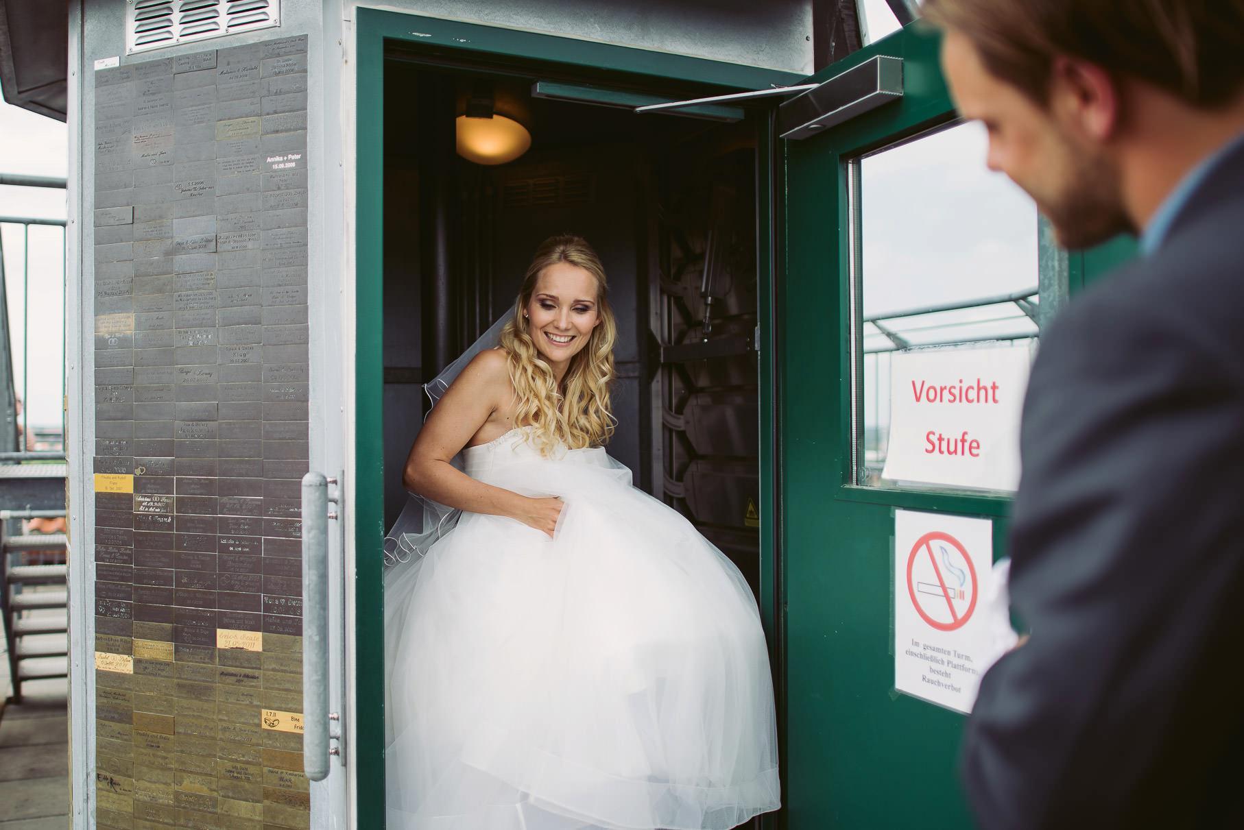 0034 jus 812 9017 - Hochzeit im Wasserturm Lüneburg - Jenny & Sascha