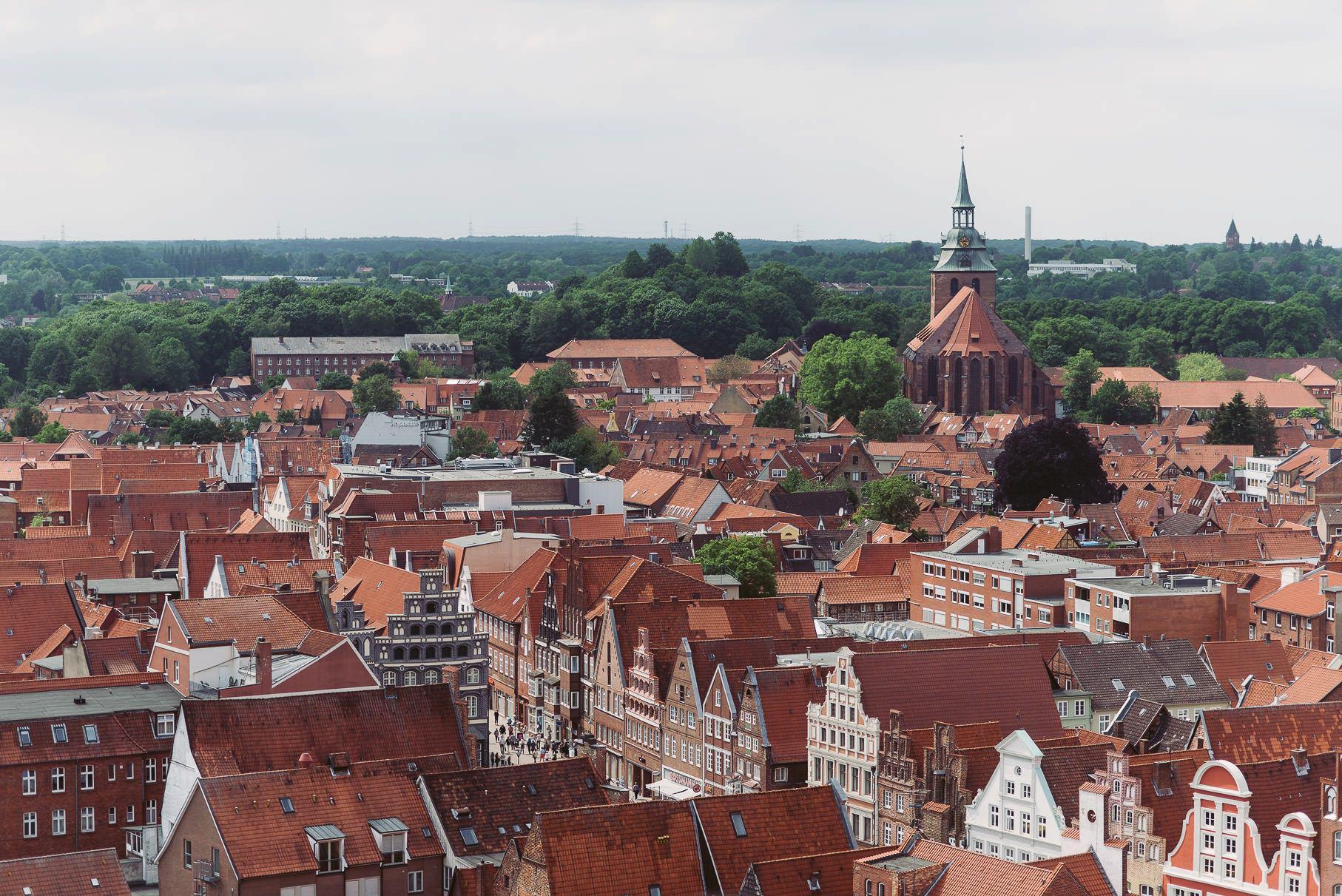 0036 jus 811 9722 - Hochzeit im Wasserturm Lüneburg - Jenny & Sascha