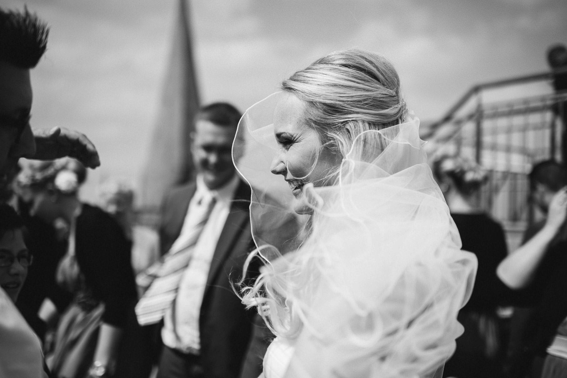 0038 jus 812 9065 - Hochzeit im Wasserturm Lüneburg - Jenny & Sascha