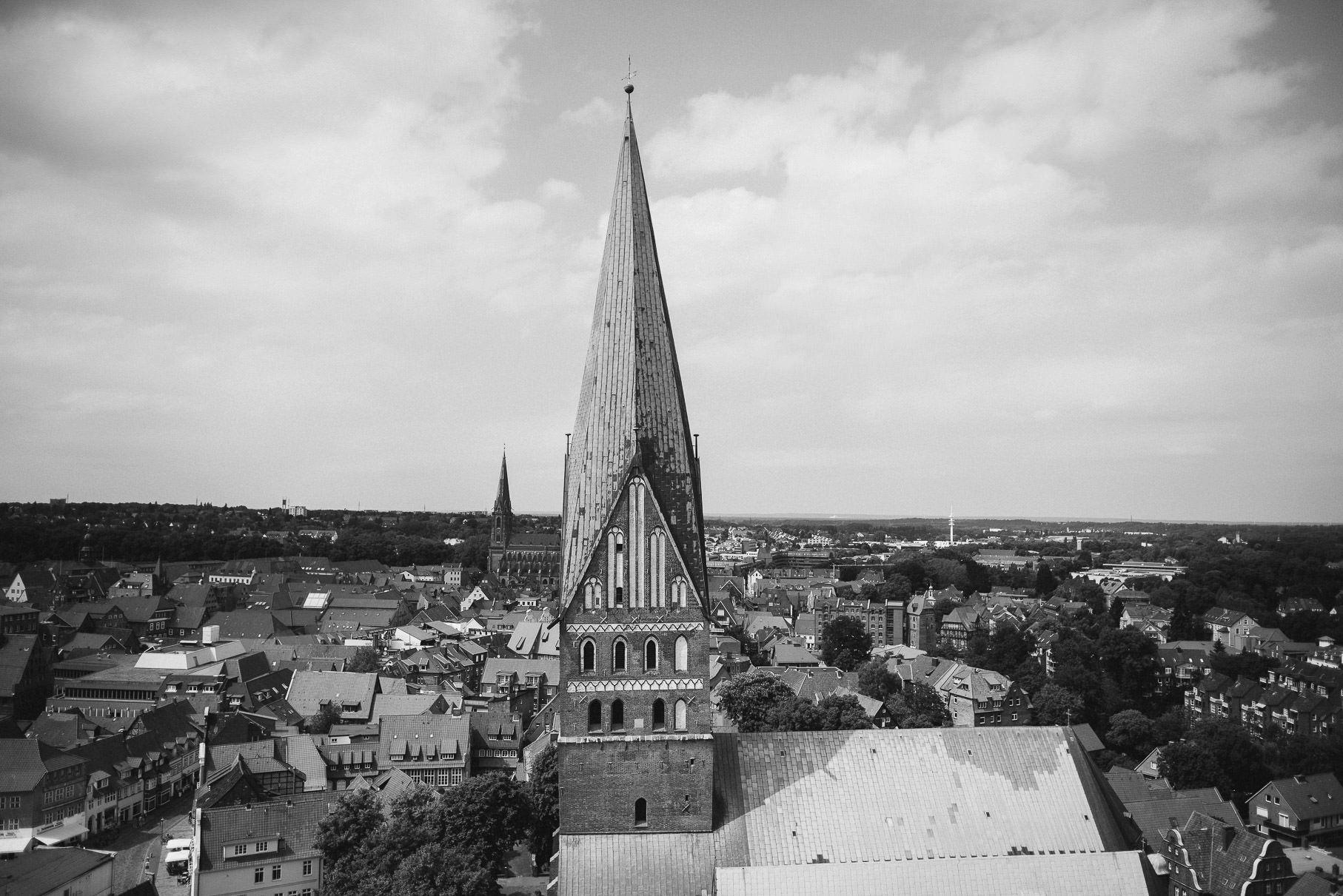 0039 jus 812 9088 - Hochzeit im Wasserturm Lüneburg - Jenny & Sascha
