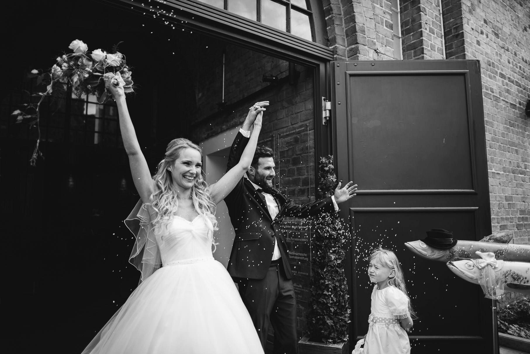 0043 jus 812 9212 bearbeitet - Hochzeit im Wasserturm Lüneburg - Jenny & Sascha
