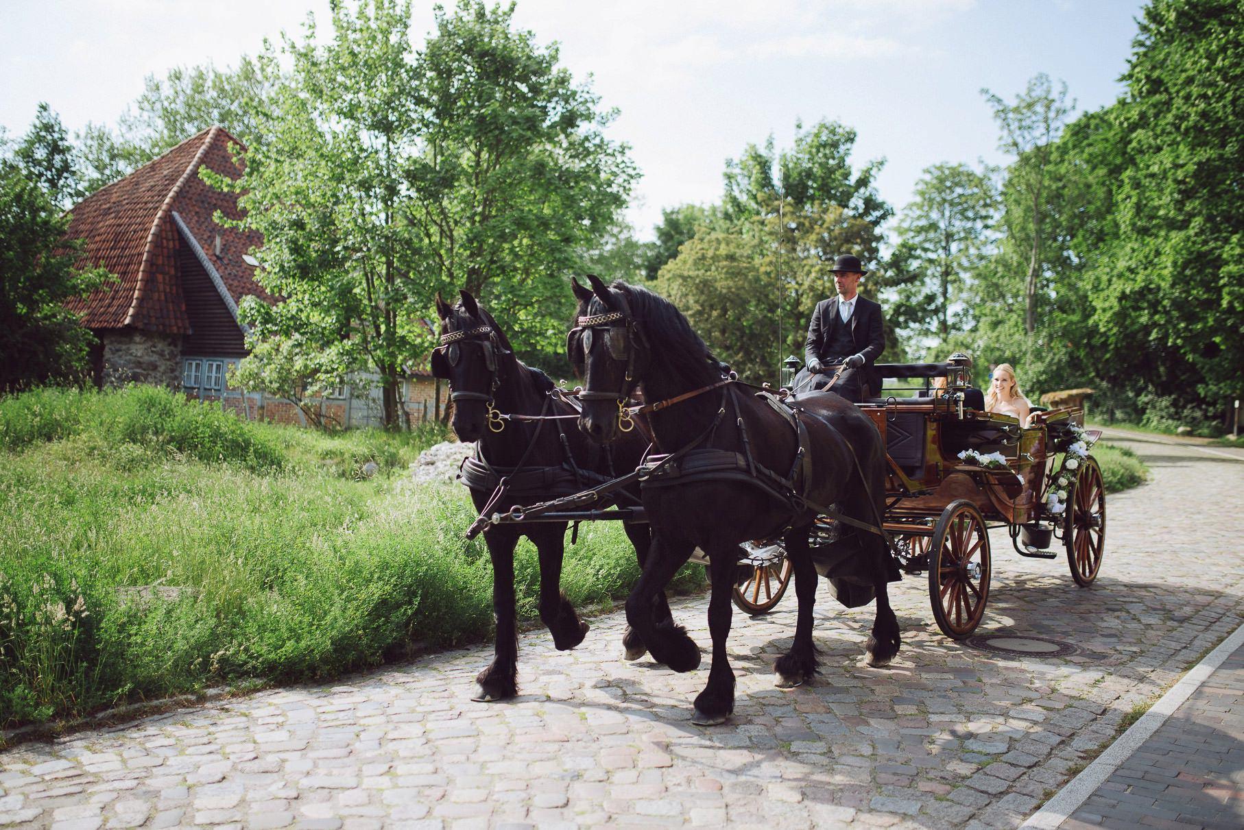 0056 jus 811 9953 - Hochzeit im Wasserturm Lüneburg - Jenny & Sascha