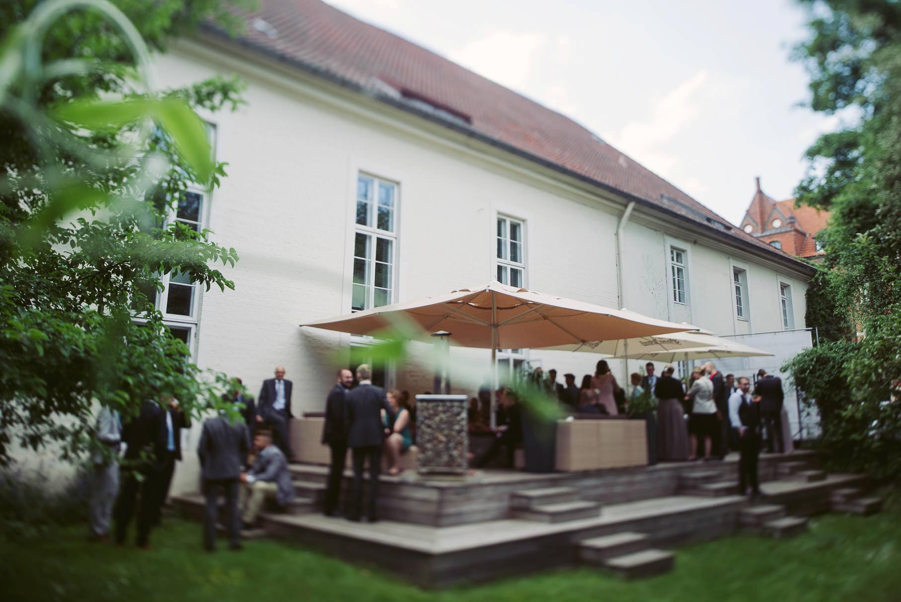 0068 jus 812 9906 - Hochzeit im Wasserturm Lüneburg - Jenny & Sascha