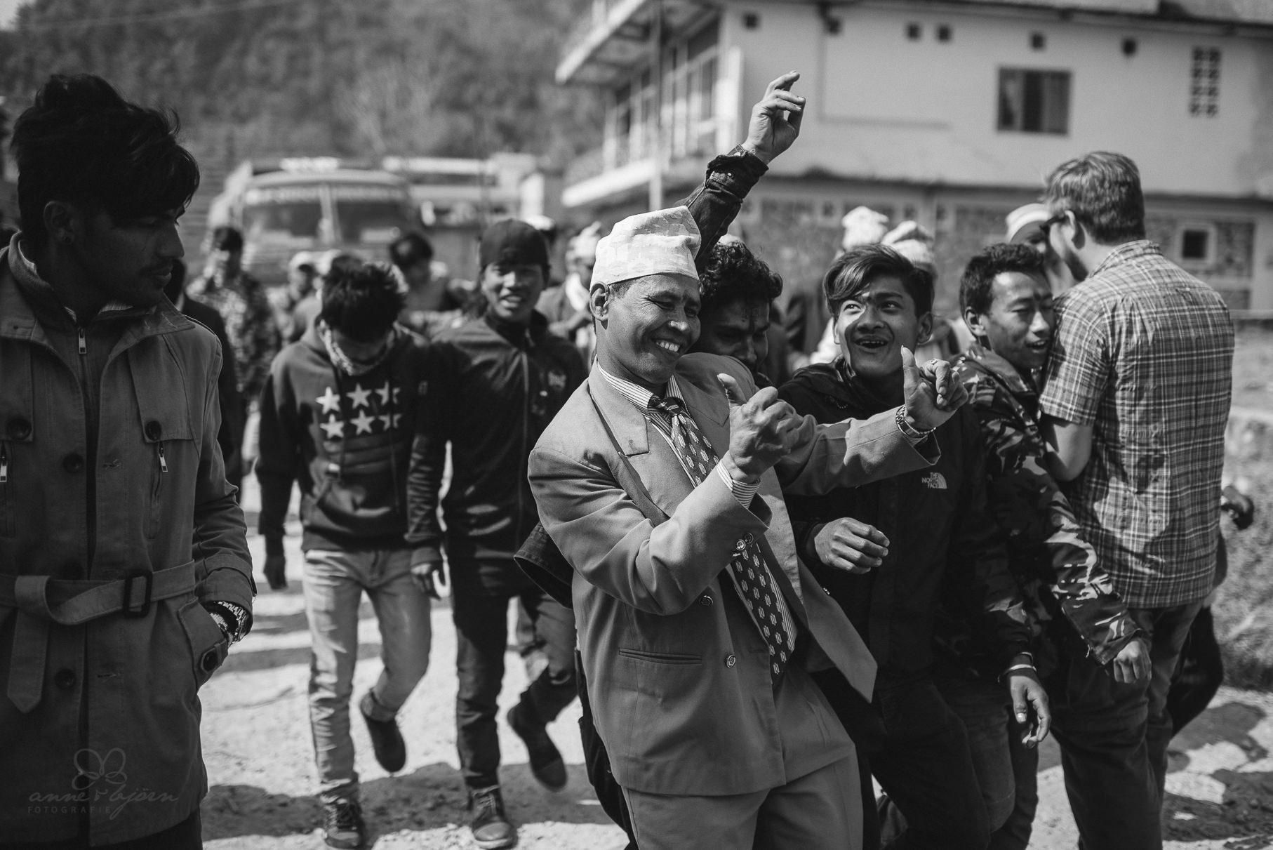0024 anne und bjoern chitwan nationalpark nepal d75 3698 2 - Nepal Teil 3 - Roadtrip, Chitwan Nationalpark und eine spontane Hochzeit