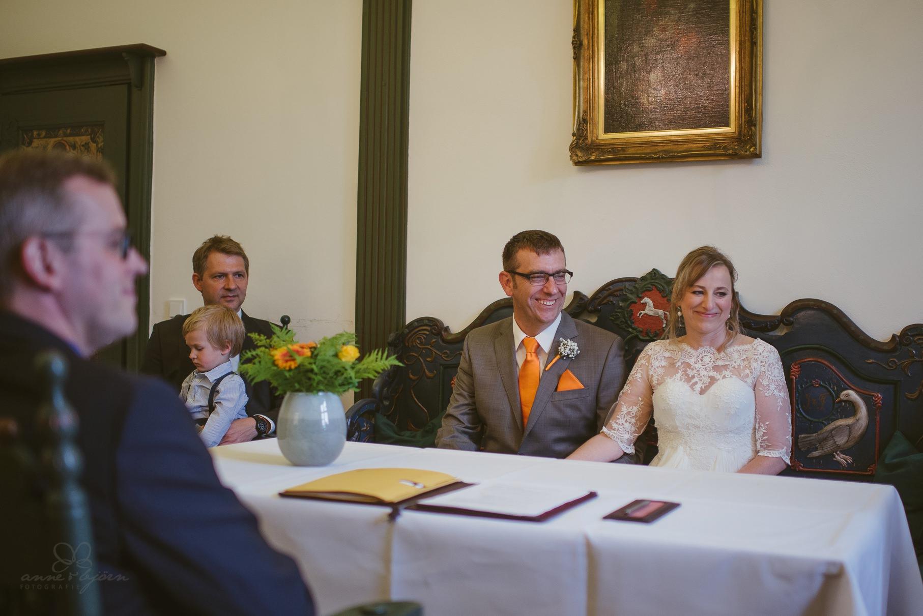 0057 anne und bjoern Manu und Sven D75 9629 1 - DIY Hochzeit im Erdhaus auf dem alten Land - Manuela & Sven
