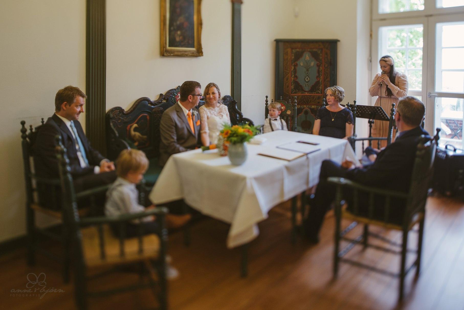0066 anne und bjoern Manu und Sven D75 9715 1 - DIY Hochzeit im Erdhaus auf dem alten Land - Manuela & Sven