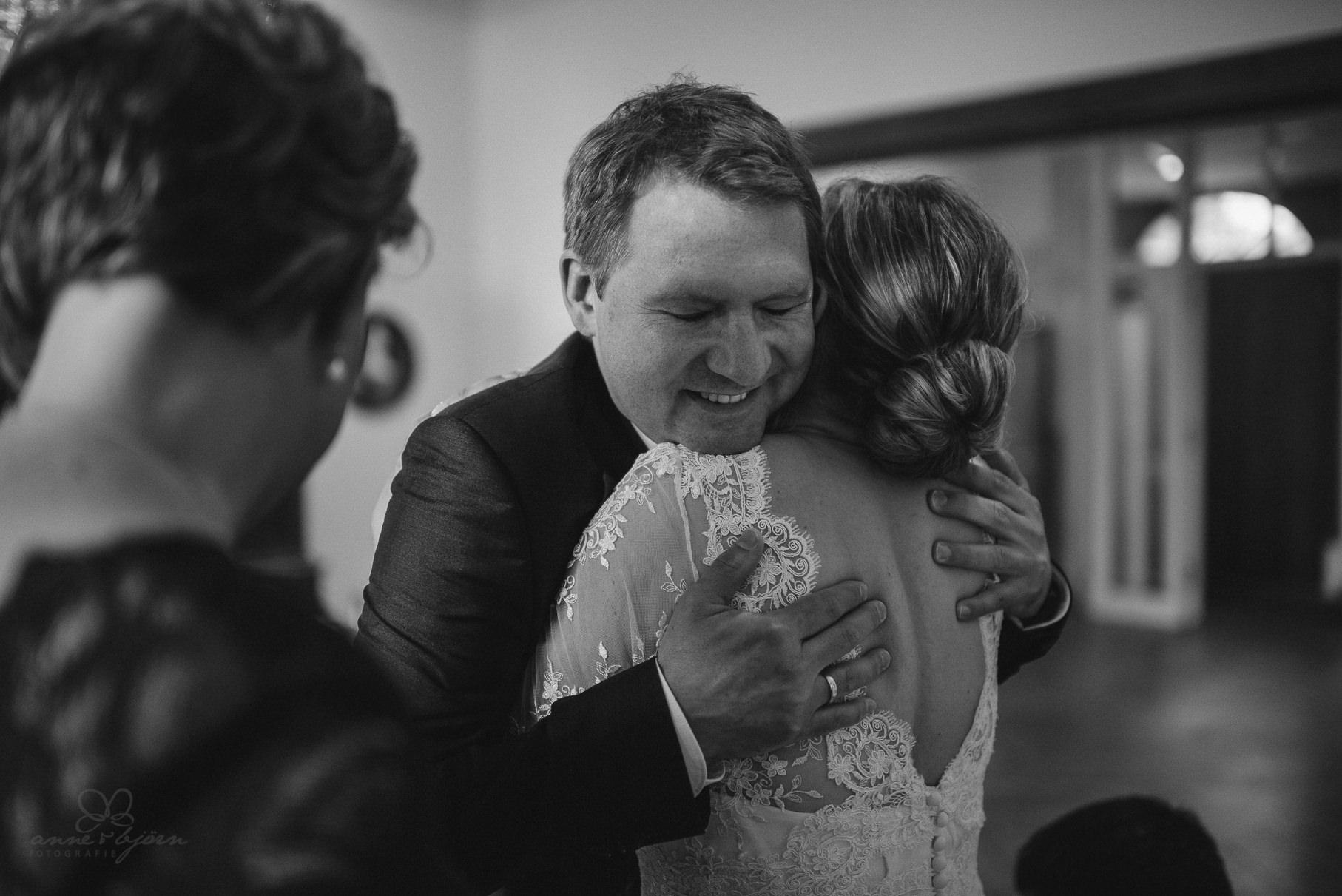0069 anne und bjoern Manu und Sven D75 9768 1 - DIY Hochzeit im Erdhaus auf dem alten Land - Manuela & Sven