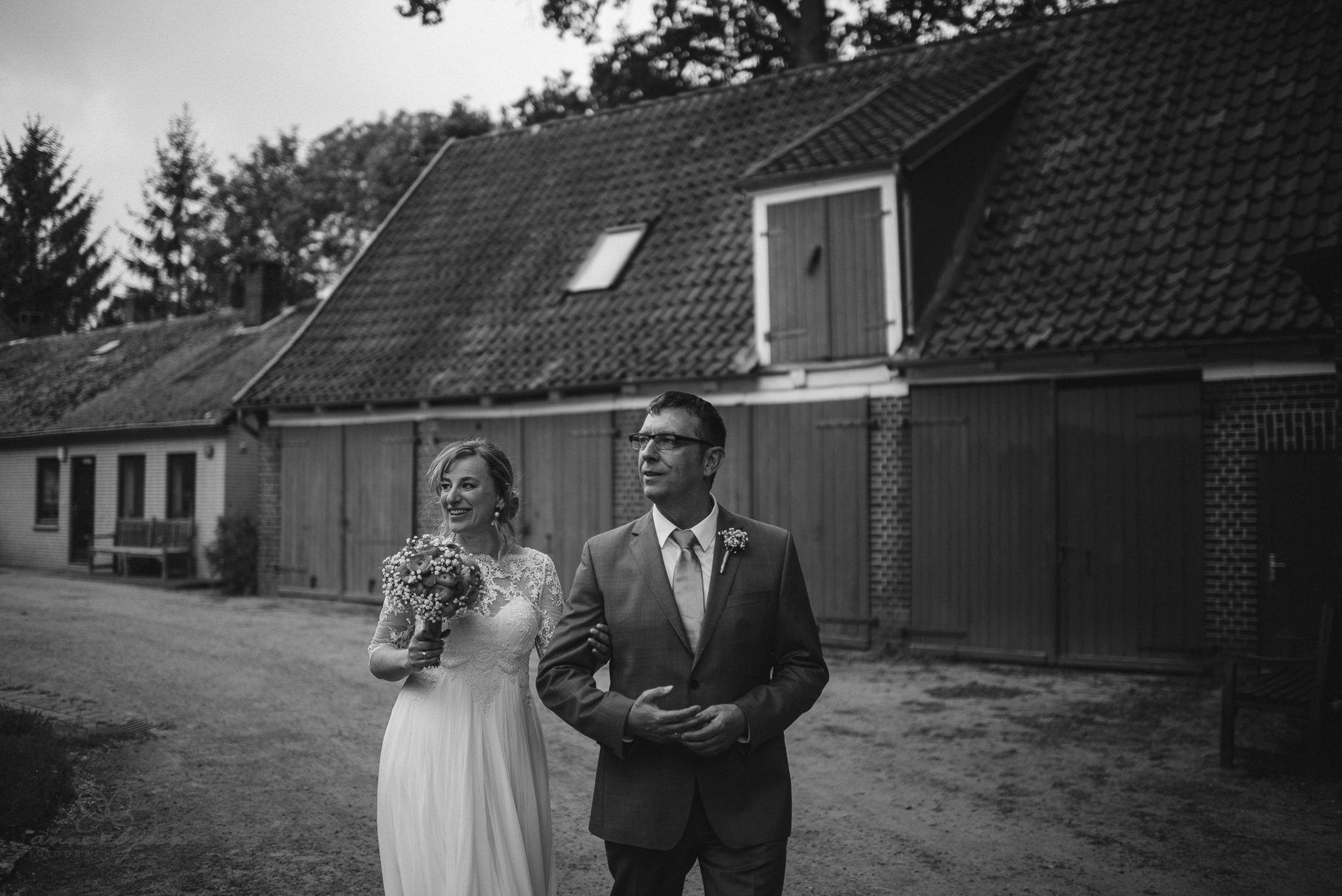 0081 anne und bjoern Manu und Sven D75 0042 1 - DIY Hochzeit im Erdhaus auf dem alten Land - Manuela & Sven