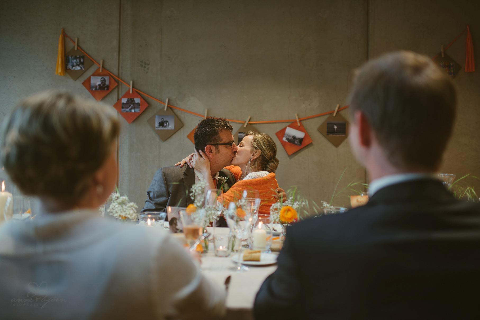 0118 anne und bjoern Manu und Sven D75 0885 1 - DIY Hochzeit im Erdhaus auf dem alten Land - Manuela & Sven