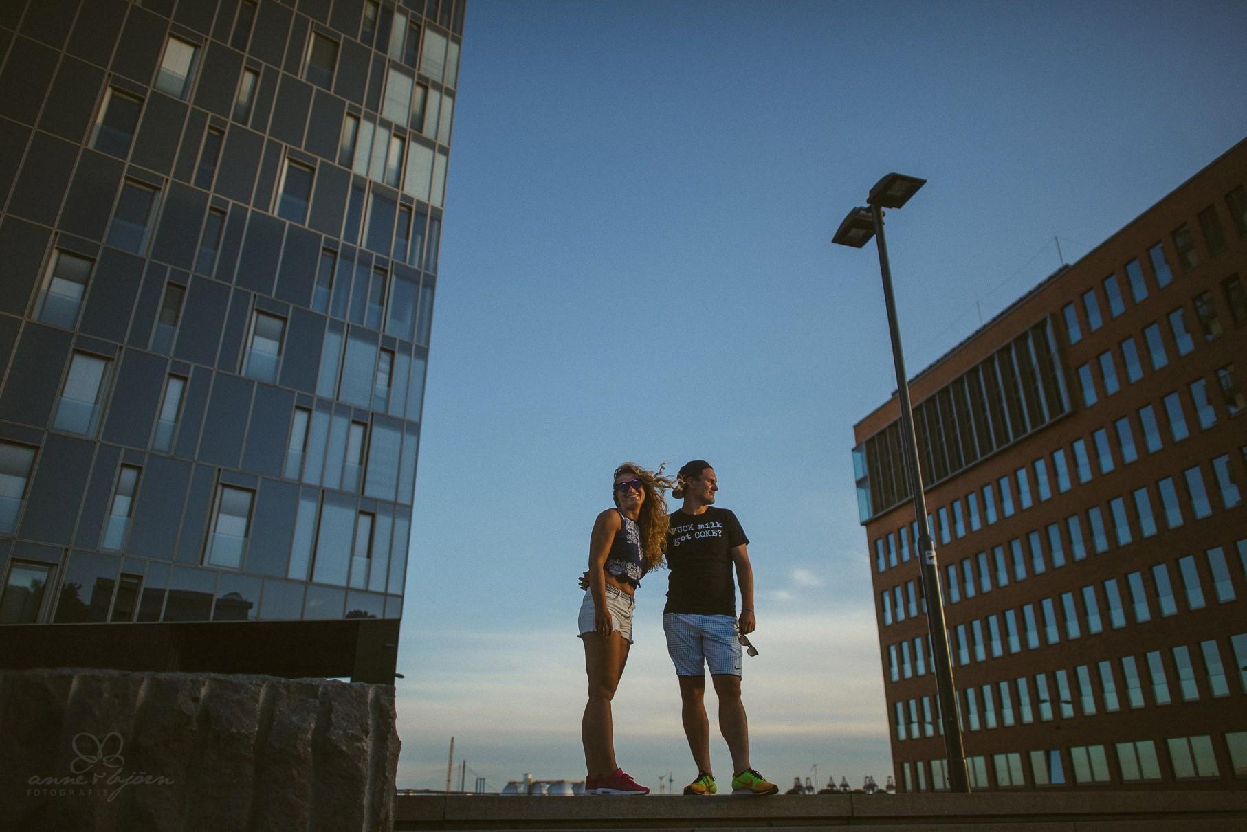 0029 dany und basti engagement hh d75 5118 - Sommerliches Verlobungsshooting in Hamburg - Dany & Basti