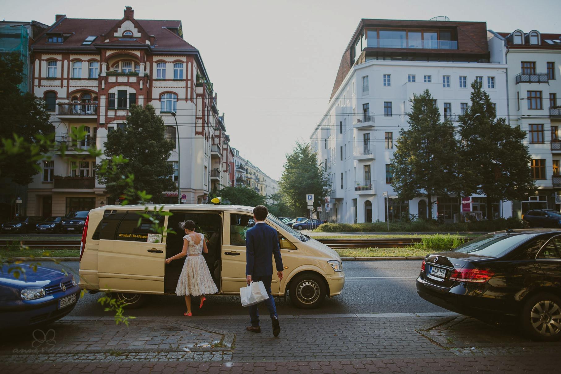 0020 sylwiaundchris d76 1431 - Bunte DIY Hochzeit in der Fabrik 23 - Berlin