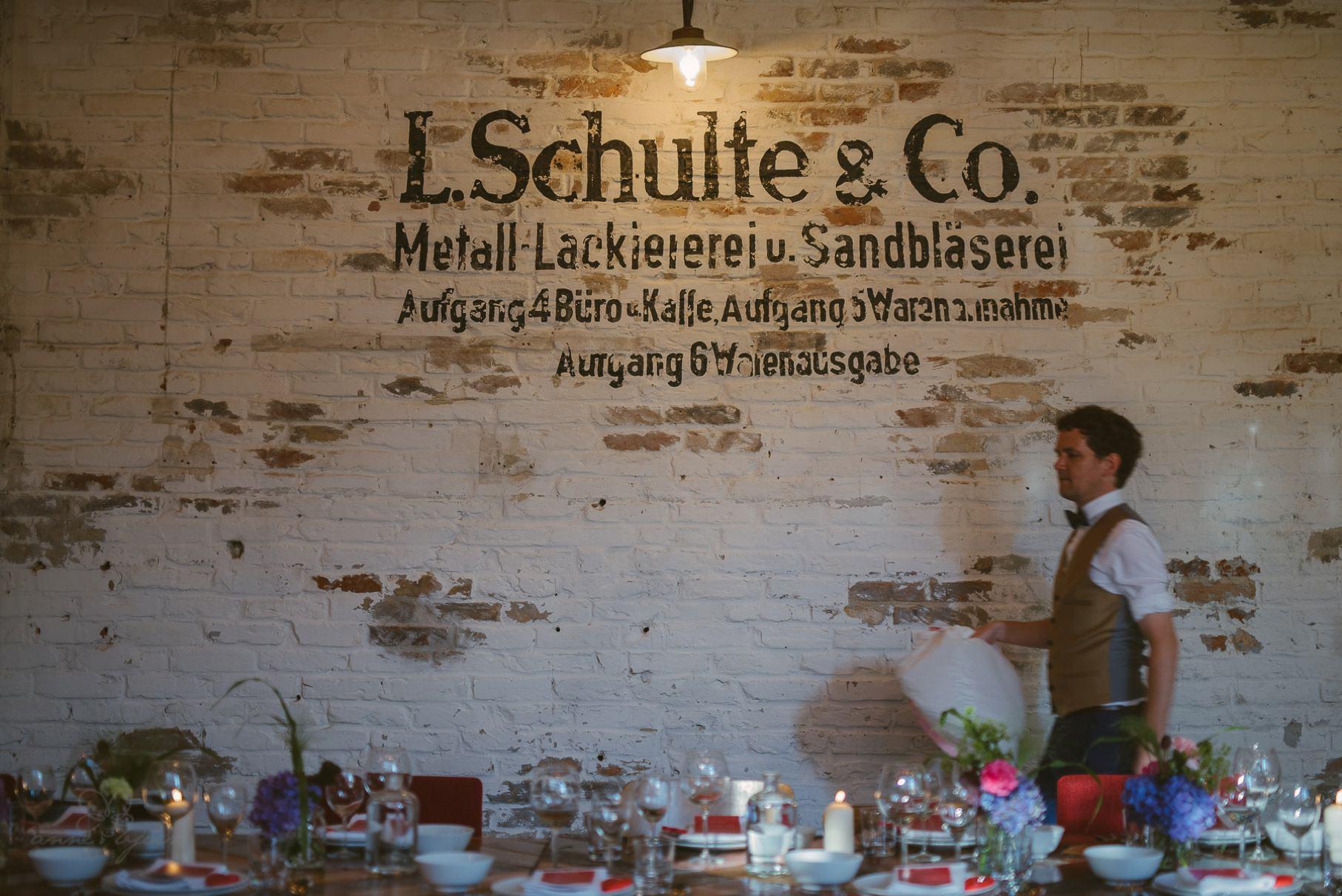 0060 sylwiaundchris d76 4129 - Bunte DIY Hochzeit in der Fabrik 23 - Berlin